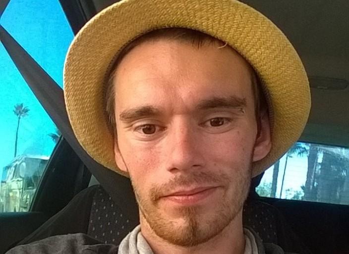 Jeune homme de 25 ans chercher plan Cam sur Skype avec.