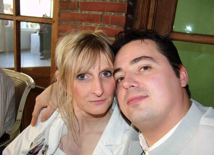 COUPLE RECHERCHE COUPLE OU FEMME BI SEULE