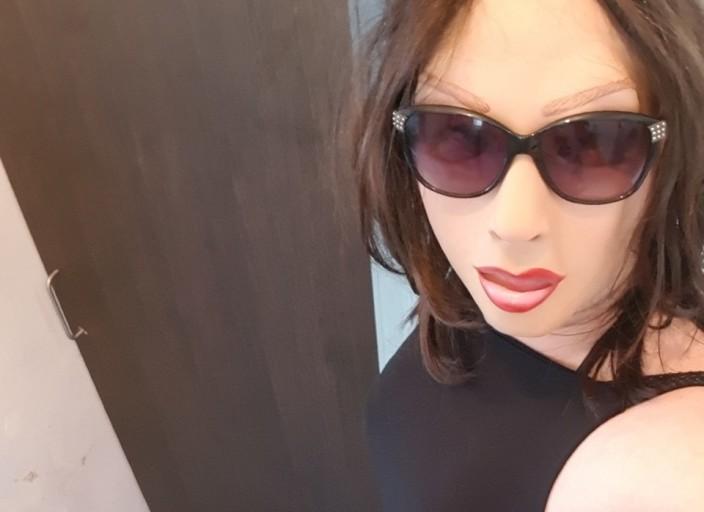 Travesti cherche autres travestis pour dial, cam e.