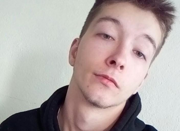 Jeune homme de 18 recherche plan d'un soir sur.