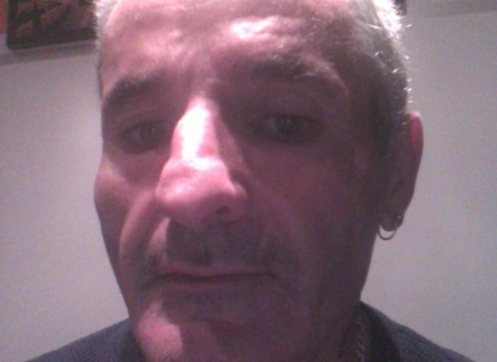 Bonjour moi c est Alain j ai 52 ans je recherche.