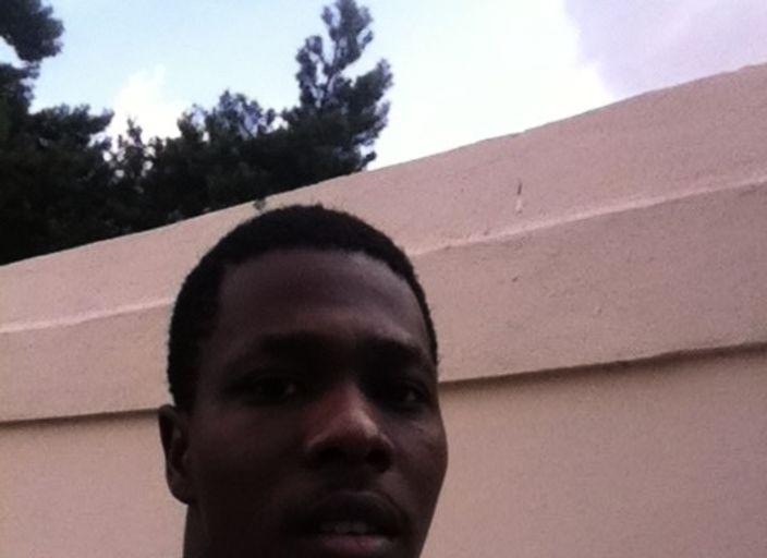 Jeune homme black d1m93! Je suis curieux, dhumeur.