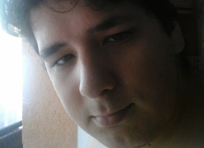 Bonjour, je recherche une jeune femme avec qui je.
