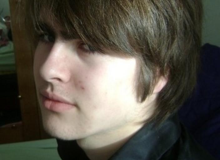 Bonjour, je suis un jeune homme de 18 ans et je.
