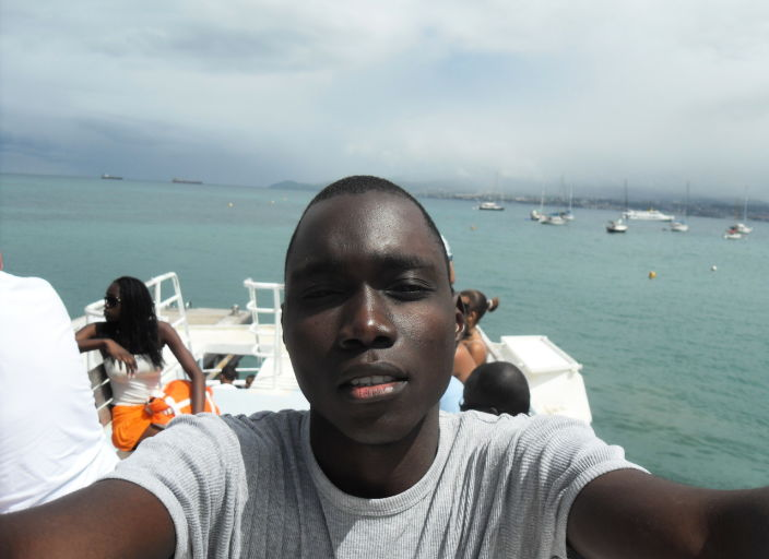 Jeune homme black cherche une relation avec une fi.