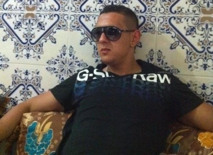 salut je me présente moi c Ahmed 25 ans jhabite a.
