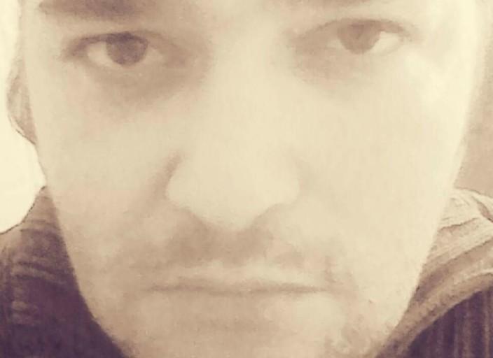 homme 39 ans ouvert sympa discret