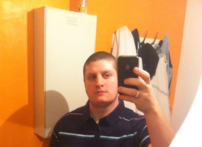 bonjour ou bonsoir je suis un jeune homme de 22 ans et.
