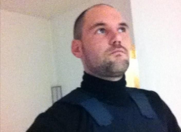 Hello, moi c est Luc, 28 ans, cherche des rencontr.
