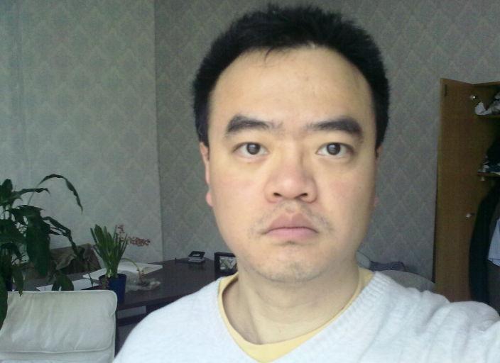 Je suis un homme célibataire, asiatique. Jaimerais.